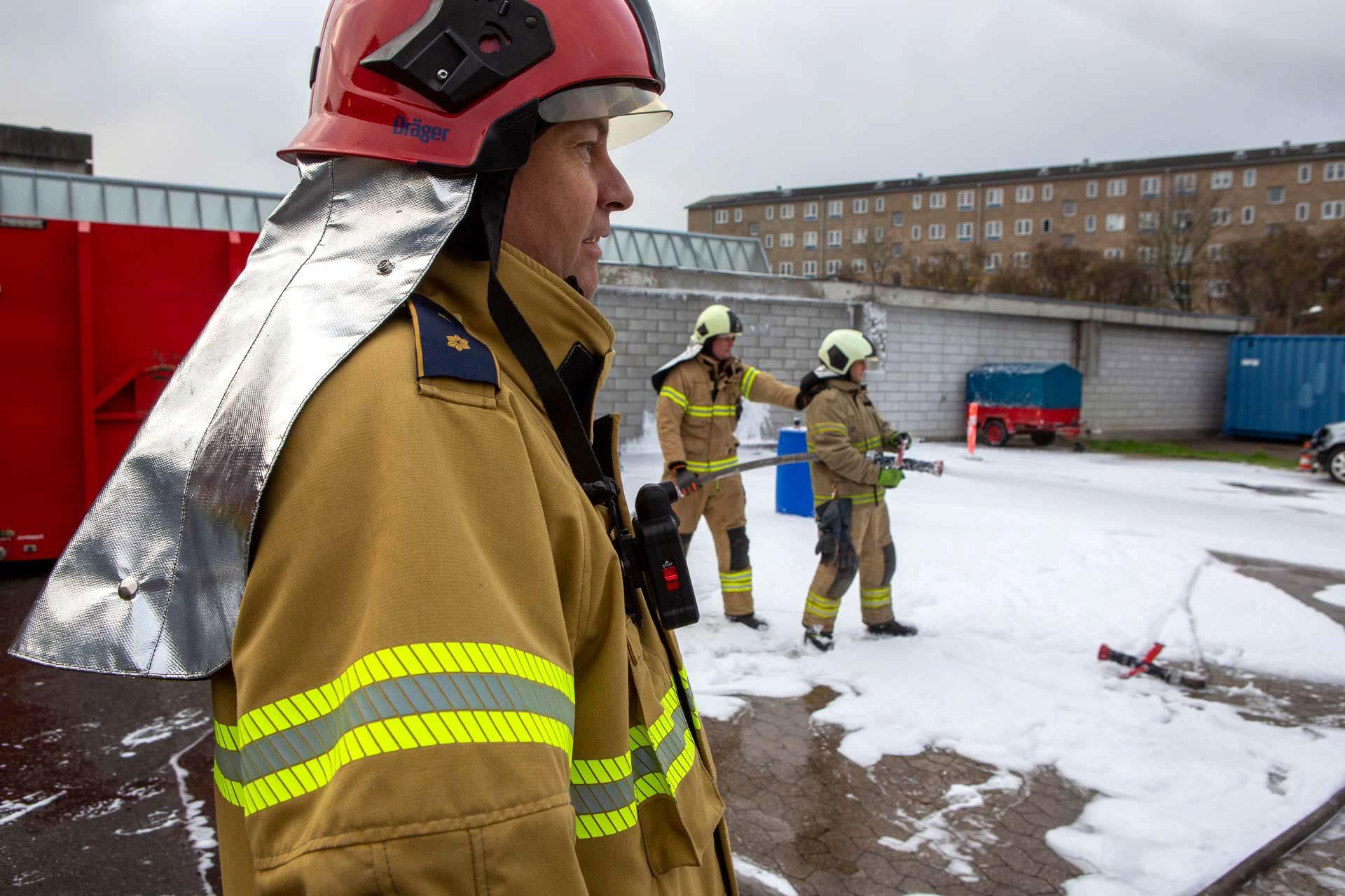 Brandmand der løser en opgave