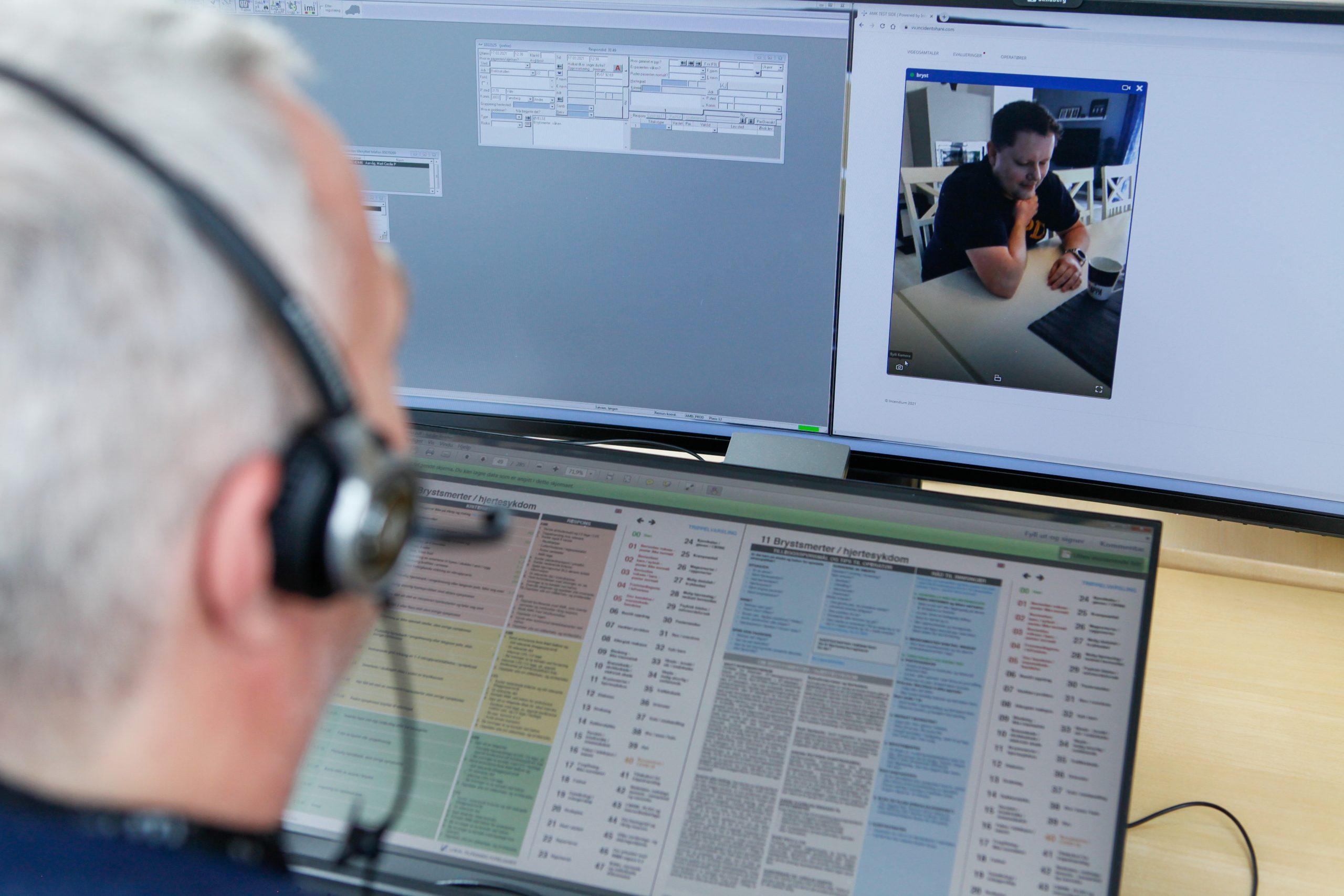 AMK medarbejder modtager videokald