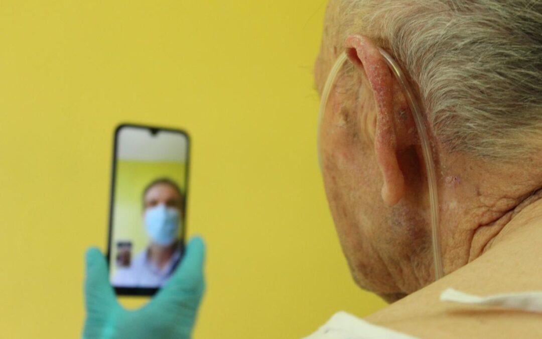 Castilla-La Mancha regionen i Spanien sikrer kommunikationen mellem COVID-19 patienter og deres pårørende